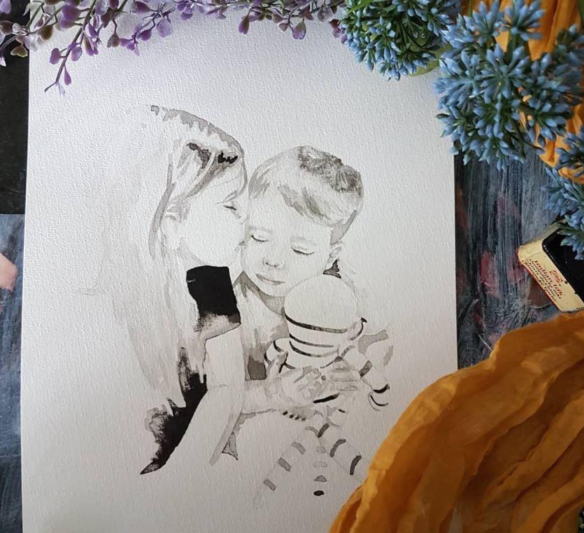 lief inkt portret van een broertje en een zusje met knuffel tijdens een voorleesmomentje
