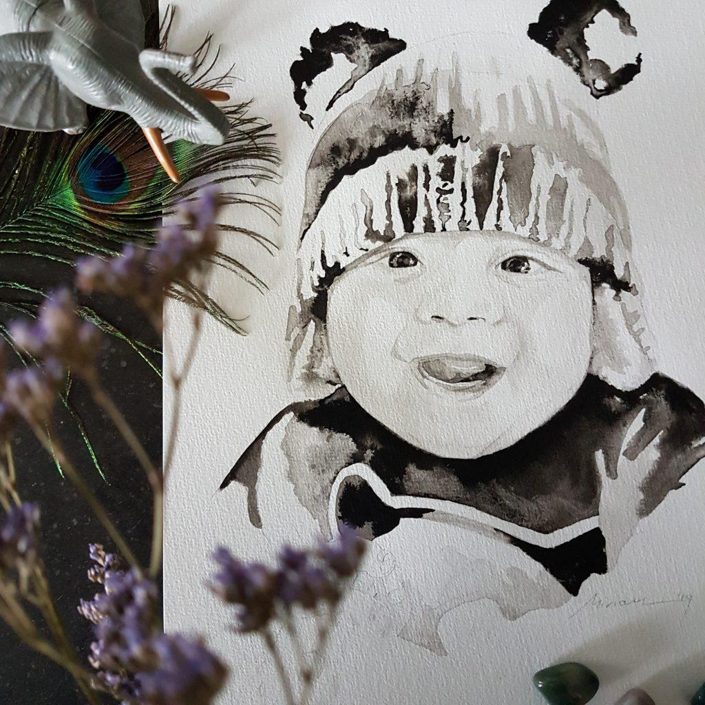 inkt portret van een jong kindje met muts met panda oren