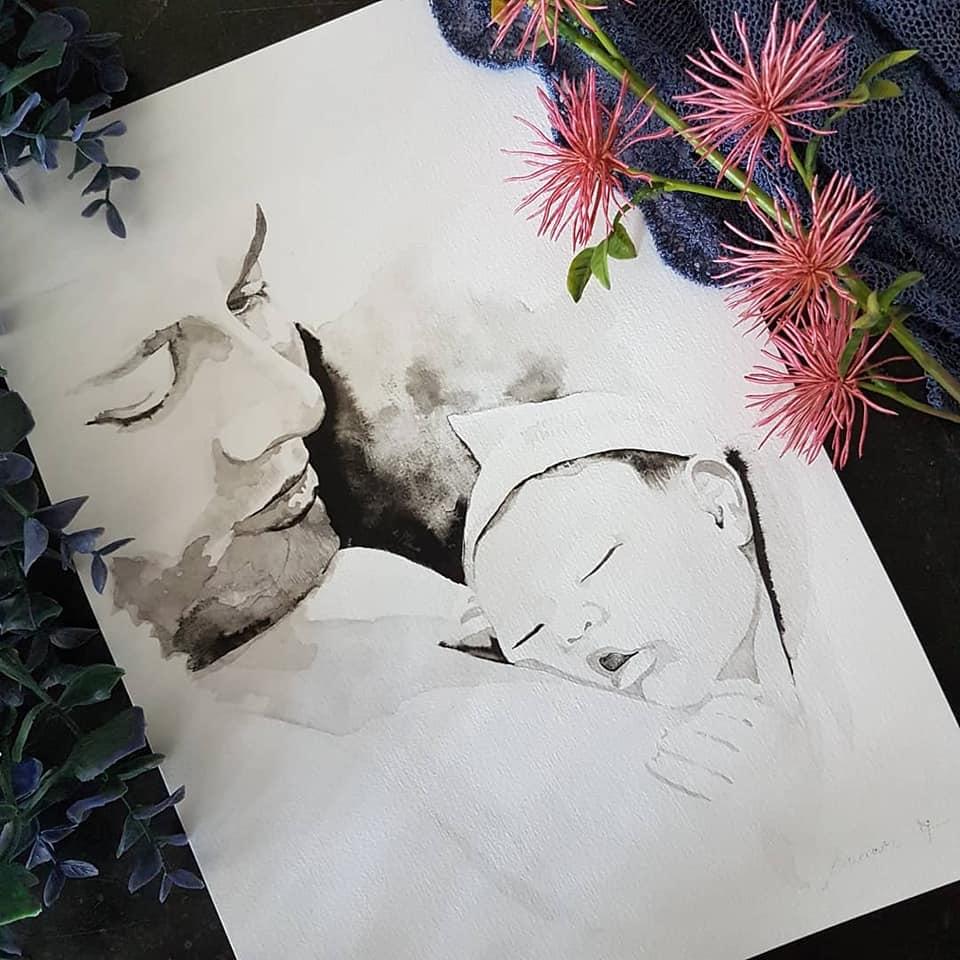 inkt portret van vader met newborn baby op zijn borst