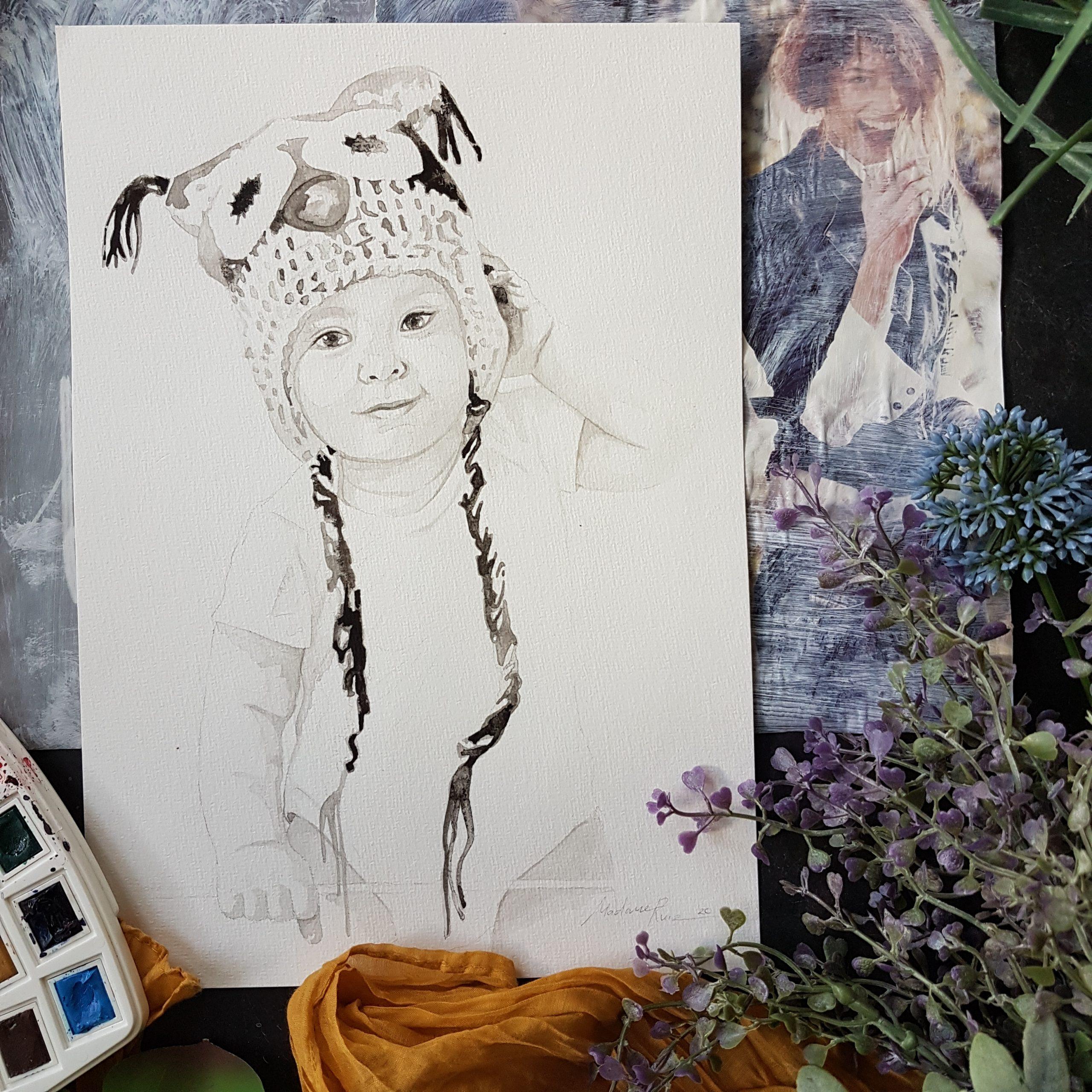 inkt portret van een kind met een uilenmutsje op en een romper aan