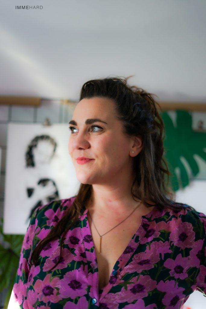 madameruiz portretfoto van miriam groenen-ruis in haar atelier . Fotografie door IMMEhard