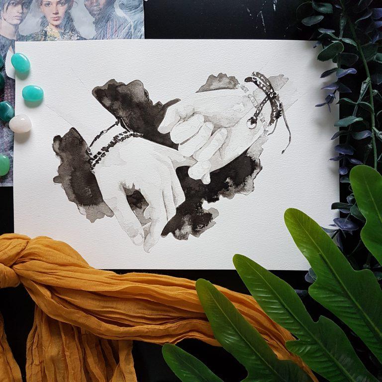 inkt portret van twee handen met vriendschapsbandjes