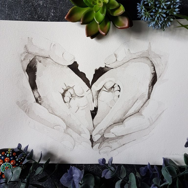 handenportret in inkt met babyvoetjes in een hart